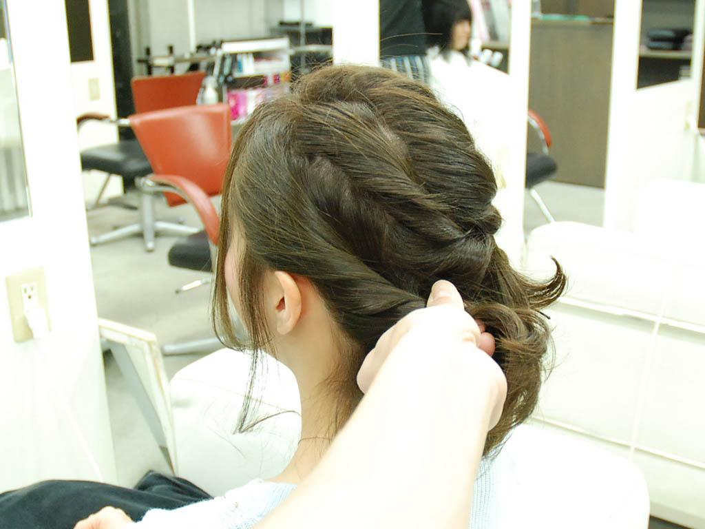 アシンメトリーな編み込みヘアアップ6