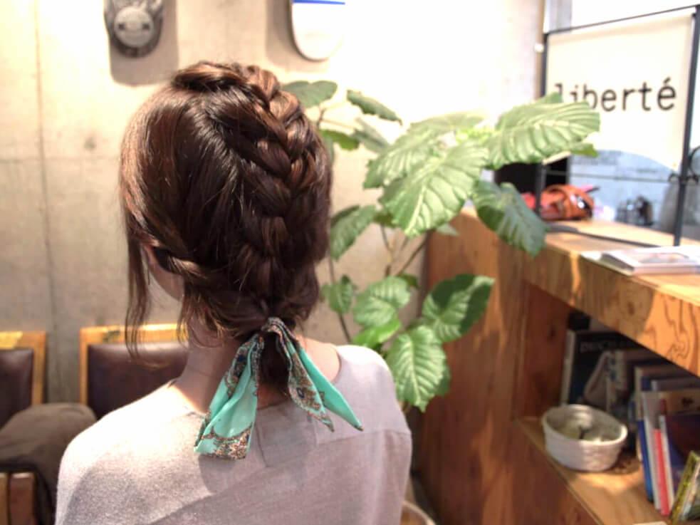 ボブやロブの新アレンジ☆編み込みがワンポイントのルーズまとめ髪!完
