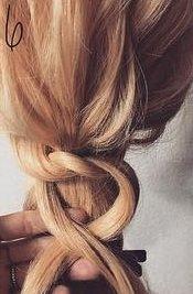 髪を縛る!?編み込み不要のポニーテールアレンジ6