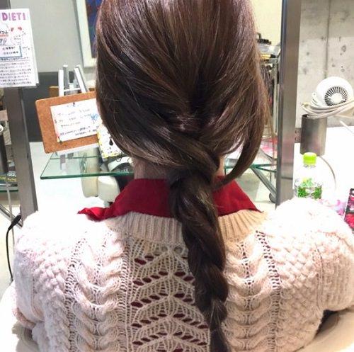 髪の広がりをカバー☆エアリー感がおしゃれなシニヨンアレンジ3