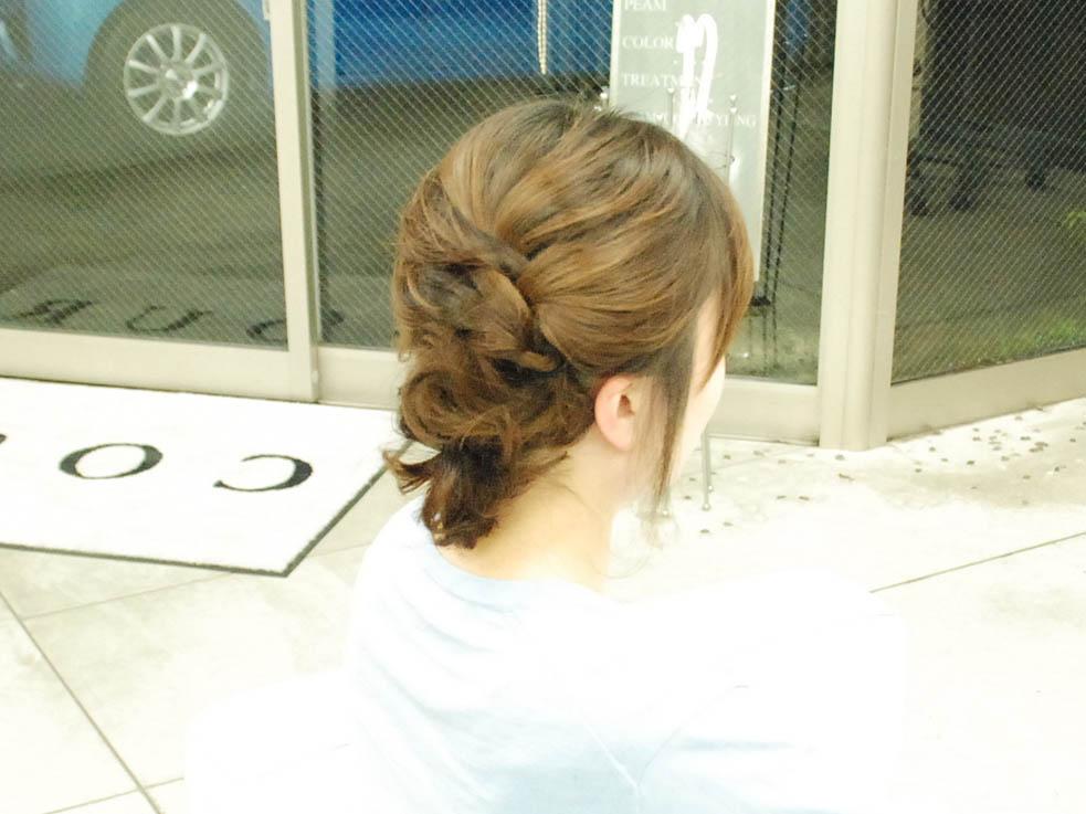 毛先をアクセ代わりに☆くるりんぱと編み込みの結婚式ヘア完成