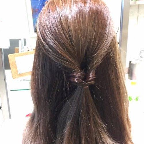 髪の広がりをカバー☆エアリー感がおしゃれなシニヨンアレンジ2