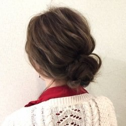 髪の広がりをカバー☆エアリー感がおしゃれなシニヨンアレンジTOP