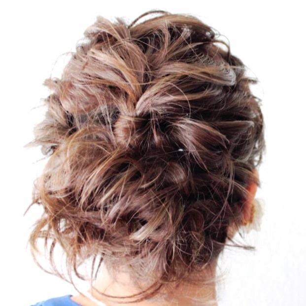 外ハネが可愛い!ニュアンスのあるまとめ髪アレンジTOP