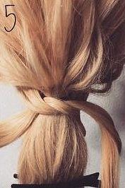 髪を縛る!?編み込み不要のポニーテールアレンジ5