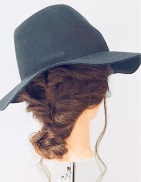 大人の女性向け☆ハットにぴったりのアップヘアスタイル