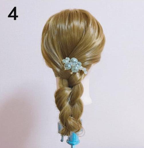普通の三つ編みじゃない!まとめ髪×三つ編みアレンジ4