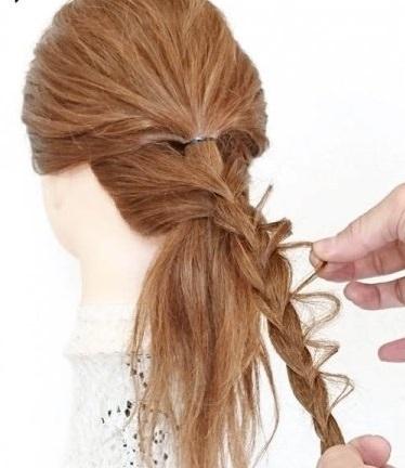 完成したうしろ姿がとってもキュート♡ヘアアクセ不要のデートヘア4