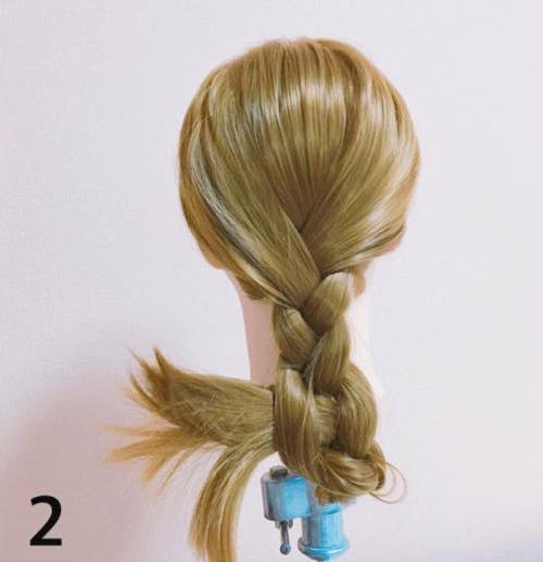 普通の三つ編みじゃない!まとめ髪×三つ編みアレンジ2