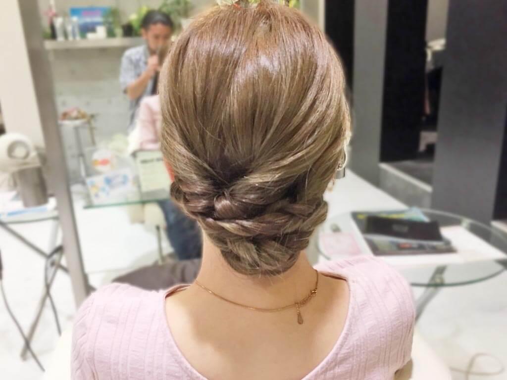 三つ編み×くるりんぱで作る簡単まとめ髪の作り方☆4