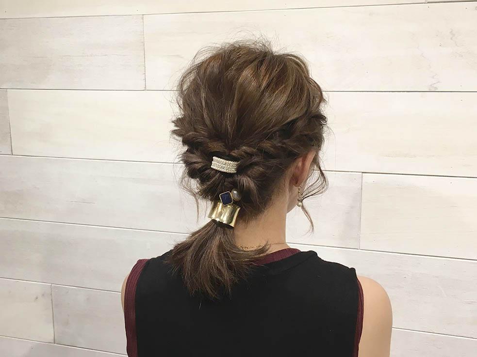 飾り付きのヘアゴムでヘアアレンジ☆1