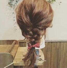 ハットでおしゃれに☆編み込みダウンヘア2