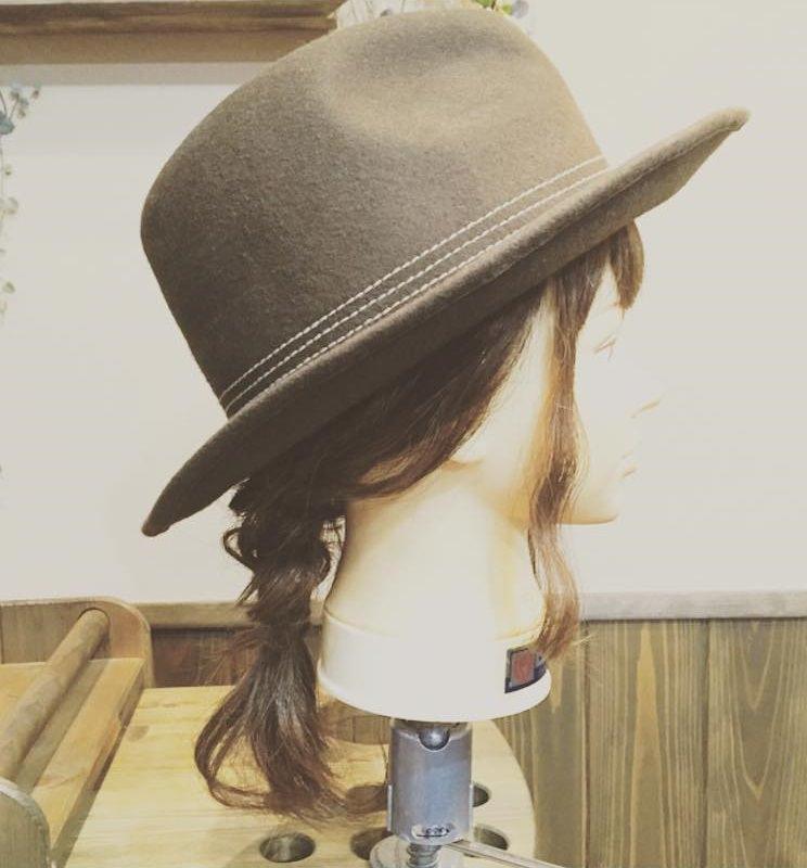 ハットでおしゃれに☆編み込みダウンヘアTOP