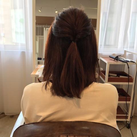 伸ばしかけのミディアムヘアでアップアレンジ!1