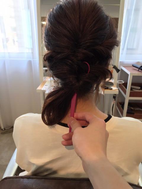 伸ばしかけのミディアムヘアでアップアレンジ!3