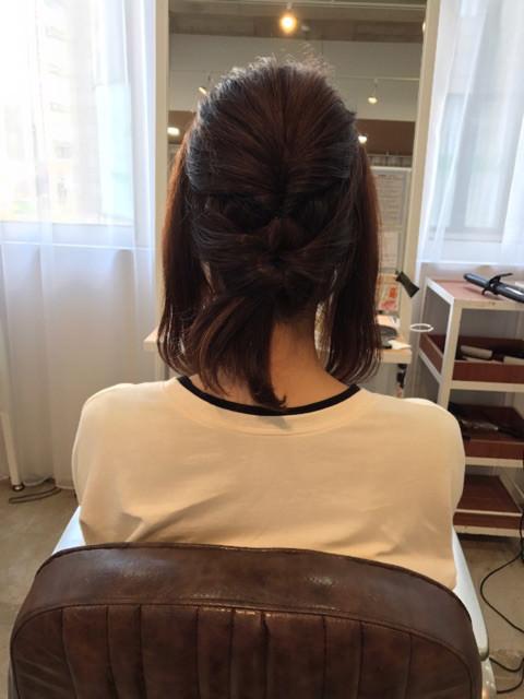 伸ばしかけのミディアムヘアでアップアレンジ!2