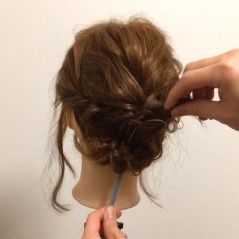 髪が短くても出来る!編み込みアップアレンジ5
