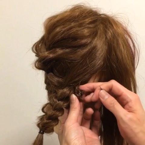 髪が短くても出来る!編み込みアップアレンジ3