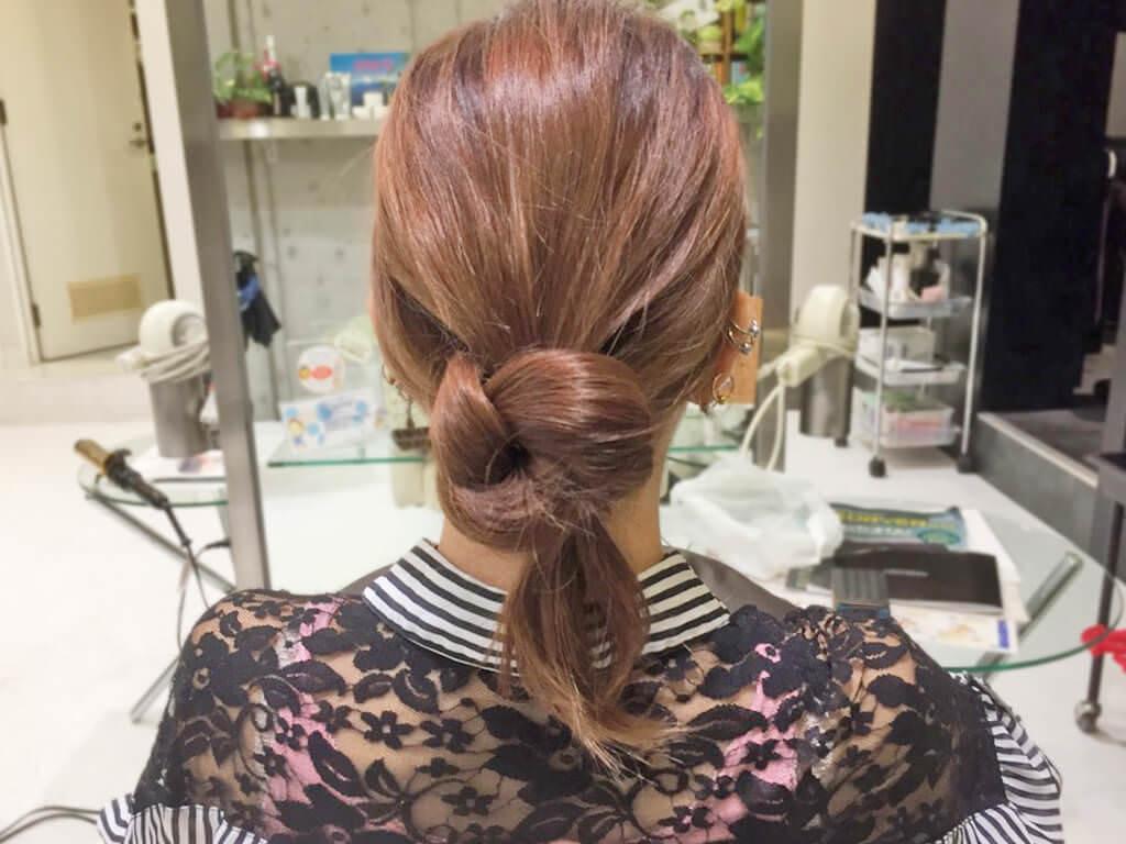 自分の髪を結んで作るノットヘア風ひとつ結び4