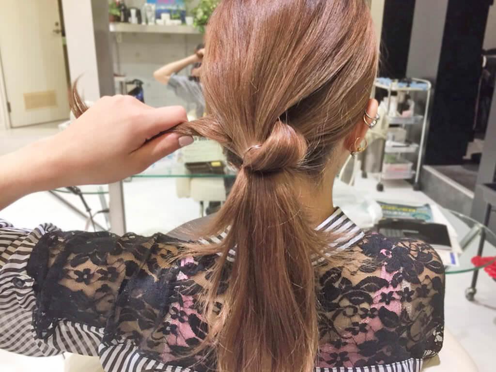 自分の髪を結んで作るノットヘア風ひとつ結び2