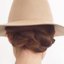 寝癖も隠せる!帽子にぴったりのまとめ髪アレンジtop