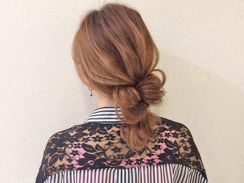 自分の髪を結んで作るノットヘア風ひとつ結びtop