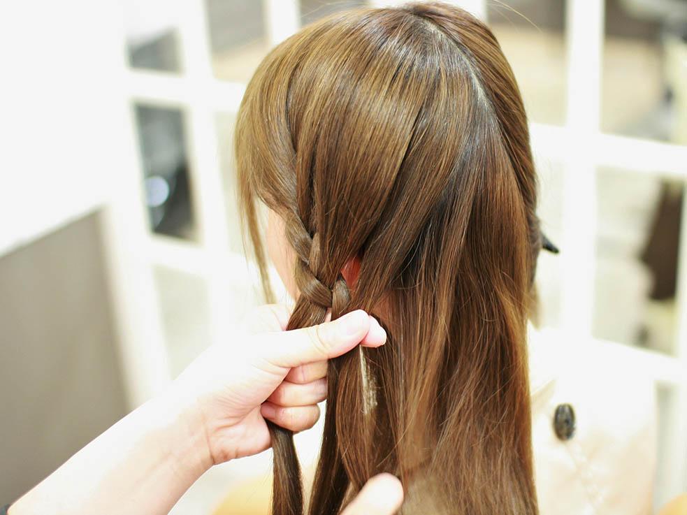 ハットに合う簡単編み込みヘアアレンジ☆3