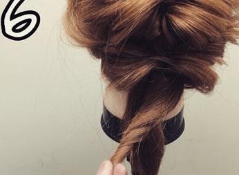 ミディアムヘアでも!簡単くるりんぱで大人可愛いまとめ髪6