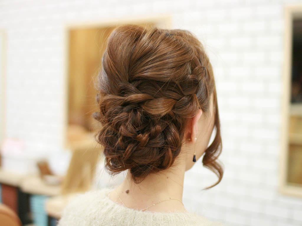 見る角度によって雰囲気が変わる☆編み込みで作るまとめ髪6