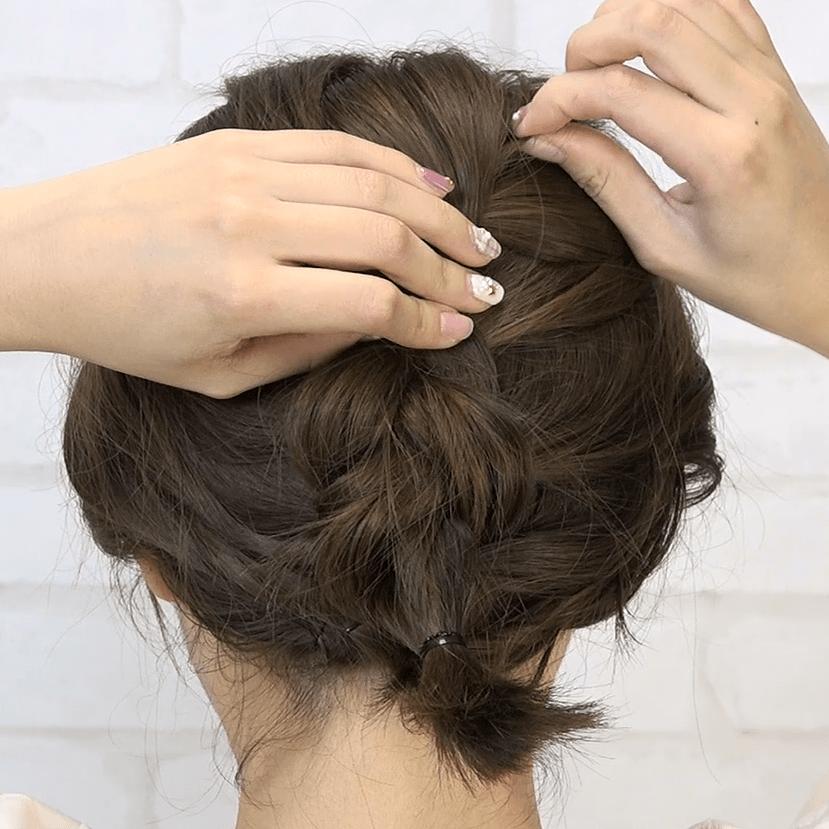 編み込みでつくるボブのフワフワまとめ髪4