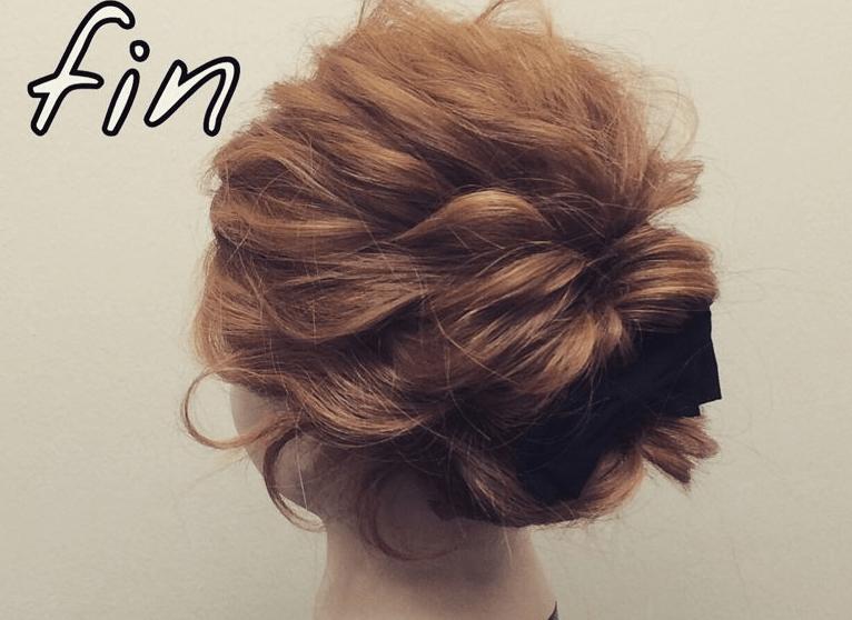 ミディアムヘアでも!簡単くるりんぱで大人可愛いまとめ髪