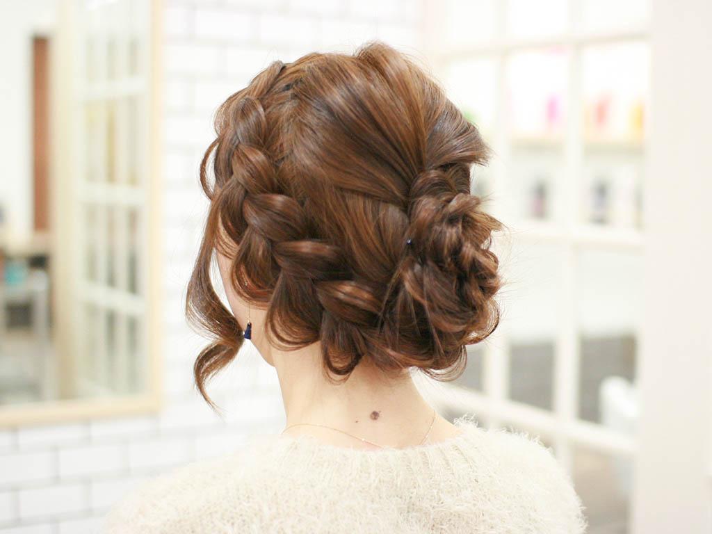 見る角度によって雰囲気が変わる☆編み込みで作るまとめ髪