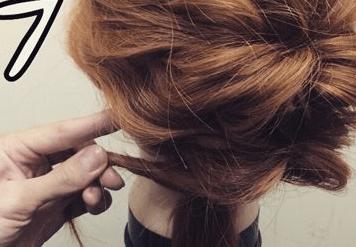 ミディアムヘアでも!簡単くるりんぱで大人可愛いまとめ髪7