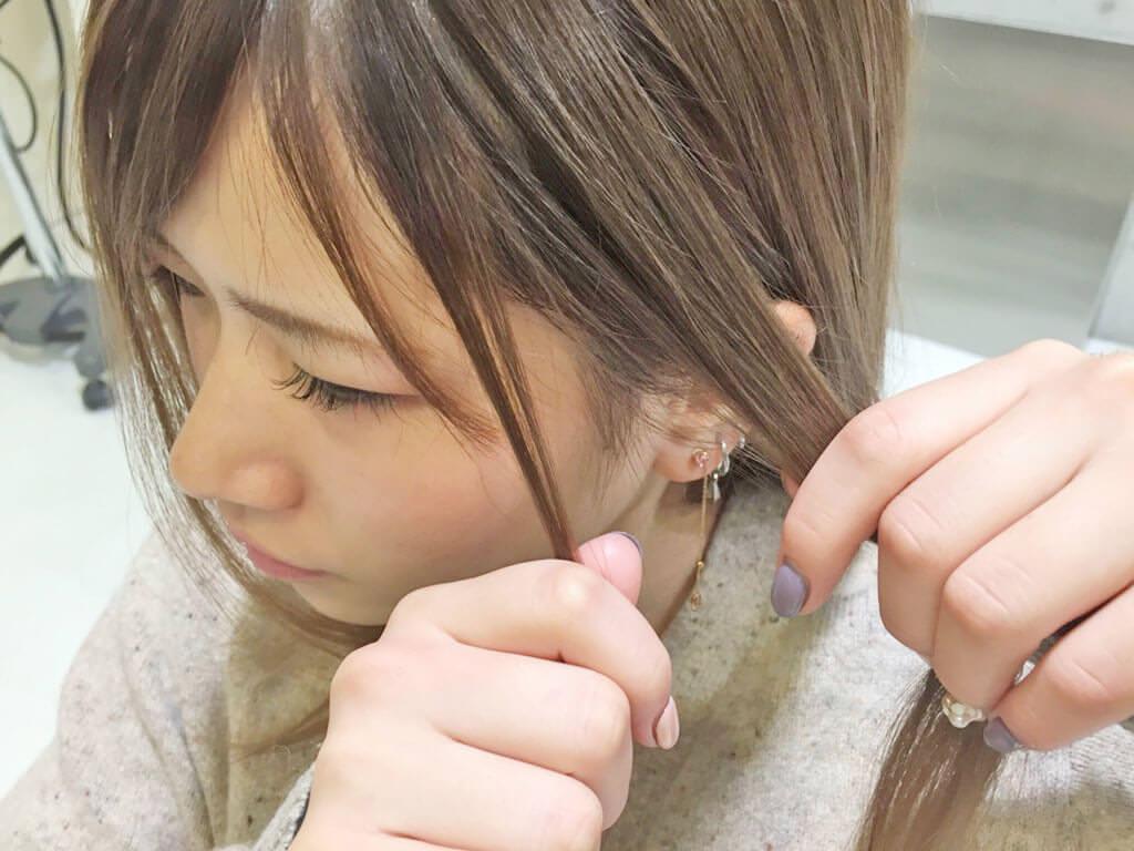 普通のポニテをさらに可愛く♡後れ毛を使ったヘアアレンジ術1