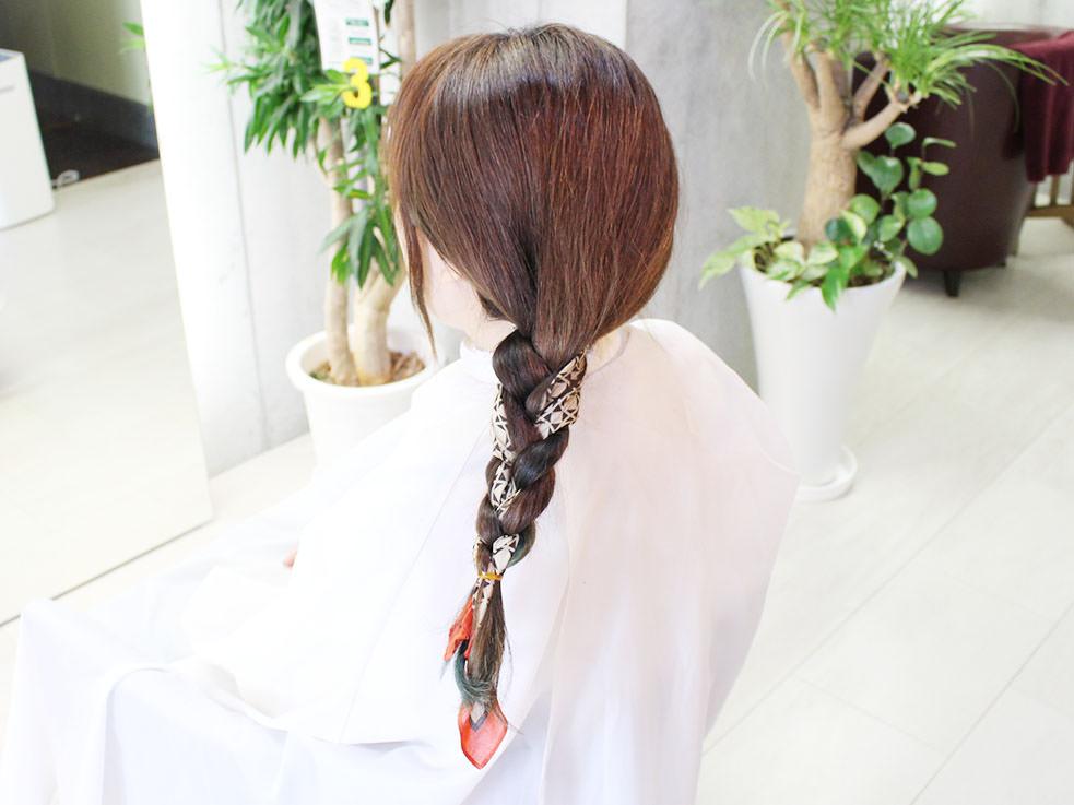 三つ編みを丸めるだけ⁉こなれのまとめ髪の作り方4
