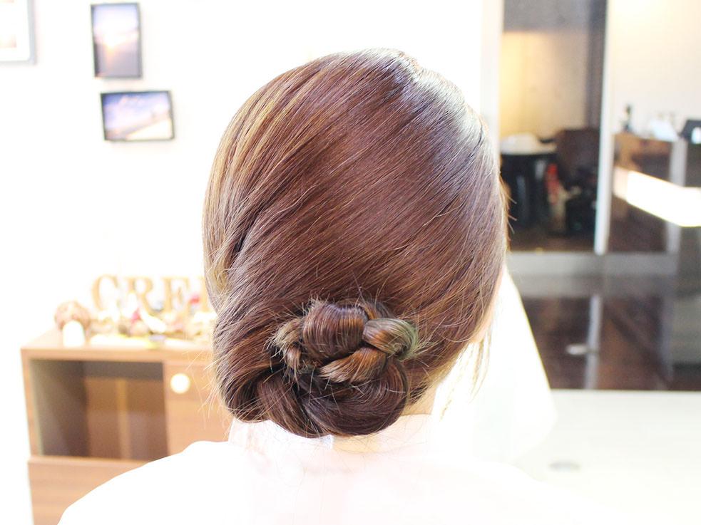三つ編みを丸めるだけ⁉こなれのまとめ髪の作り方3