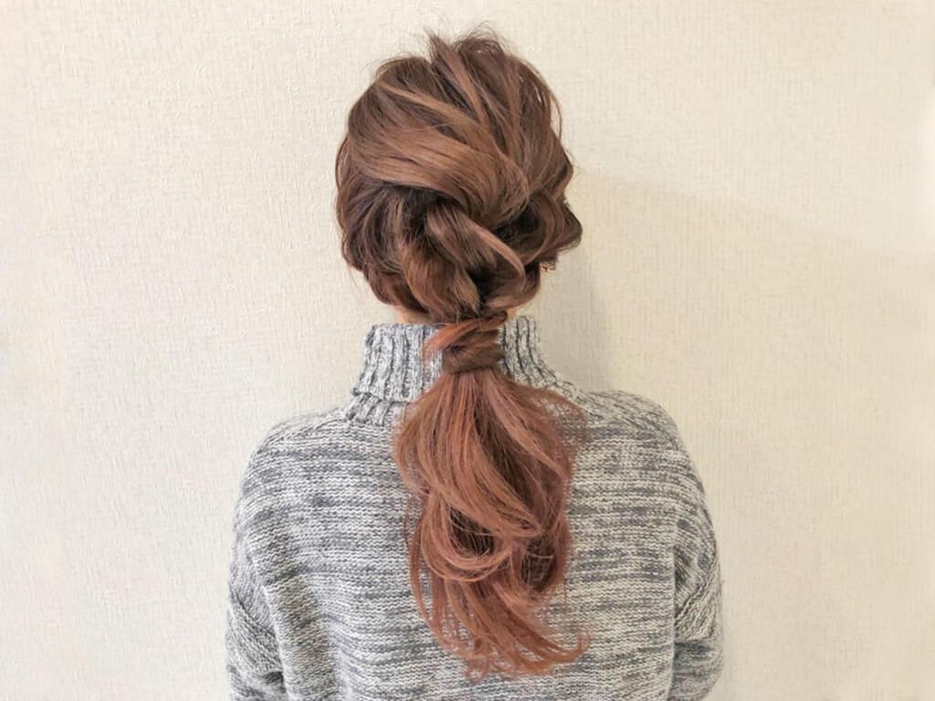 ラフでおしゃれ♪ロープ編みヘアアレンジでつくる簡単ローポニーテールTOP