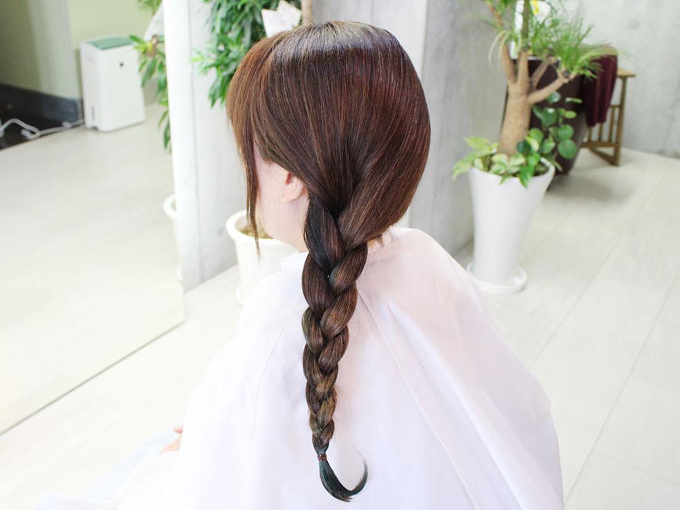 三つ編みを丸めるだけ⁉こなれのまとめ髪の作り方1