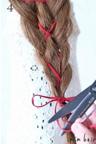 リボン三つ編みでつくる、ガーリーなヘアスタイル4