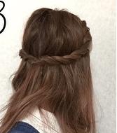 ねじって巻くだけ!簡単で可愛いミディアムアレンジヘア 2