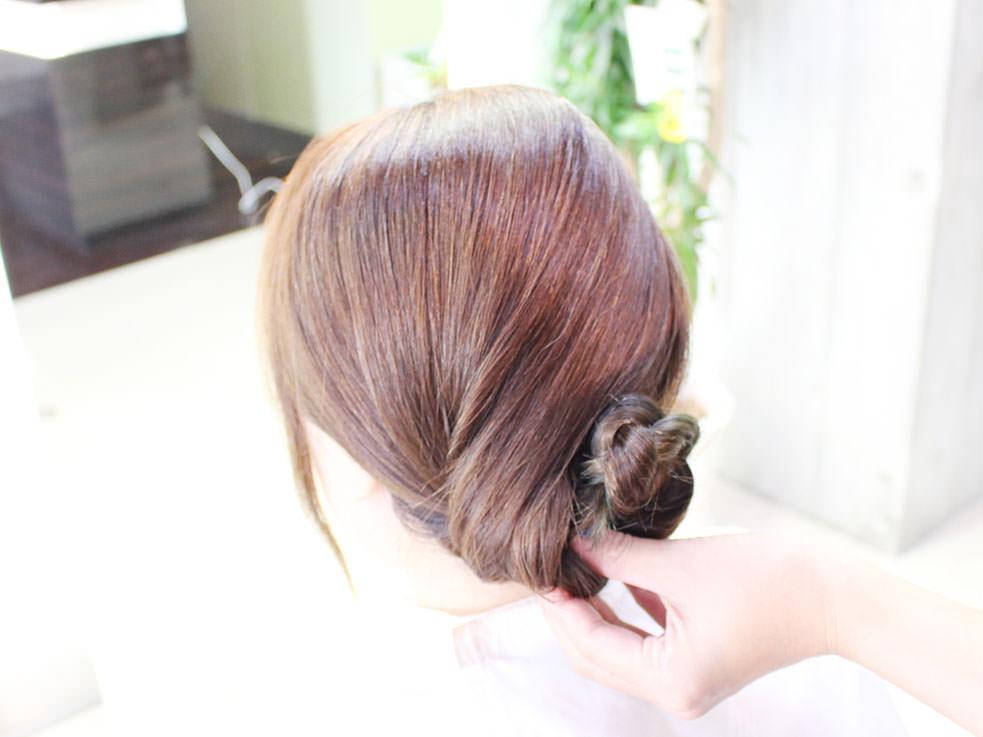 三つ編みを丸めるだけ⁉こなれのまとめ髪の作り方2