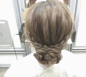 ミディアムでも簡単かわいい♡三つ編みで作るまとめ髪アレンジ5