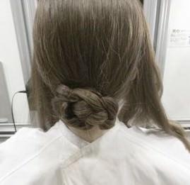 ミディアムでも簡単かわいい♡三つ編みで作るまとめ髪アレンジ3