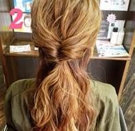 ふわふわ三つ編みでつくる♪可愛さ抜群のまとめ髪スタイル (2)