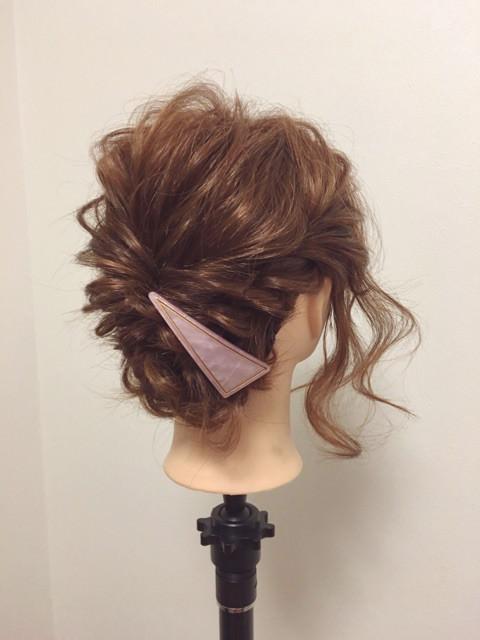 後れ毛が可愛い♪くるりんぱ&三つ編みアレンジTOP