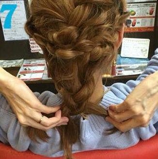 これぞ垢抜けヘア!三つ編みでつくるまとめ髪☆7