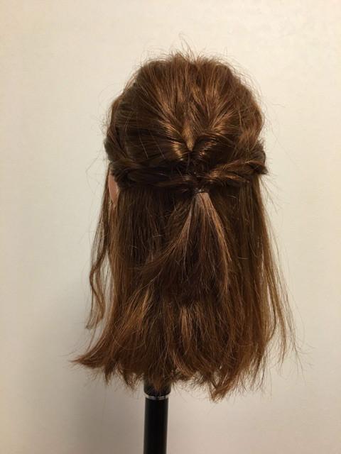 後れ毛が可愛い♪くるりんぱ&三つ編みアレンジ3