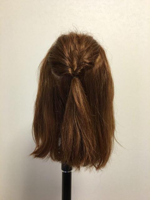 後れ毛が可愛い♪くるりんぱ&三つ編みアレンジ1