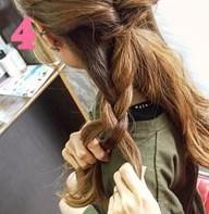 ふわふわ三つ編みでつくる♪可愛さ抜群のまとめ髪スタイル (4)