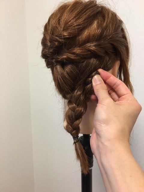 後れ毛が可愛い♪くるりんぱ&三つ編みアレンジ5